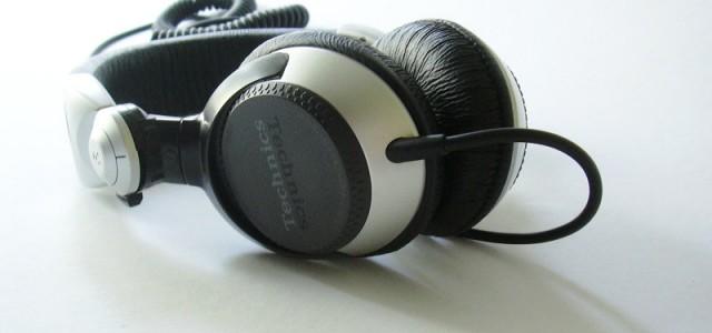 Die Anforderungen, an einen DJ-Kopfhörer, unterscheiden sich stark von denen, die an Hi-Fi Modelle gestellt werden. Während im Hi-Fi Bereich die Klangqualität das Wichtigste ist, sollte man bei DJ-Kopfhörern vor […]